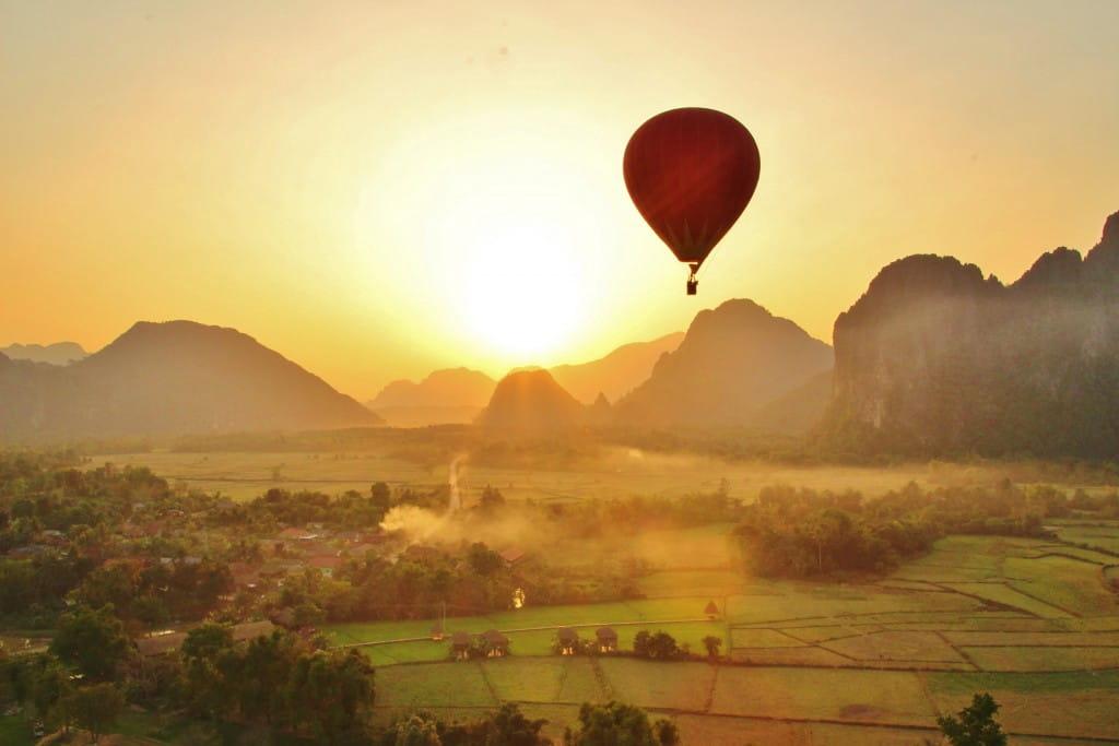 wisata balon udara laos