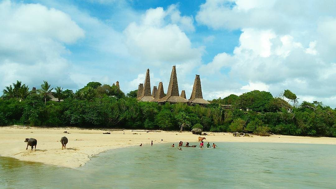 pantai ratenggaro sumba