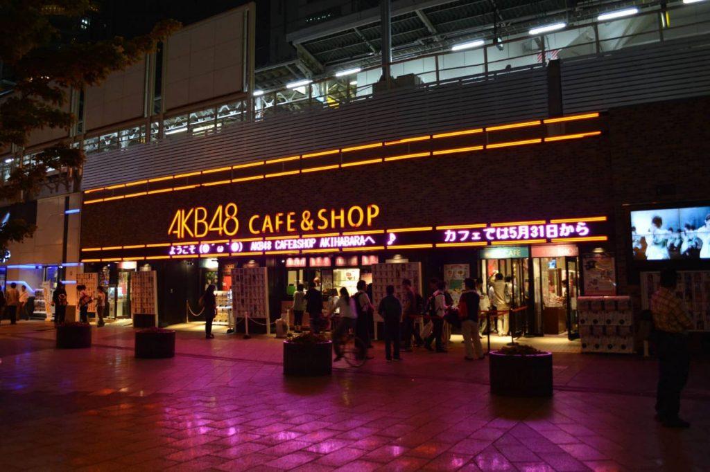 Gundam Café dan AKB48 Café