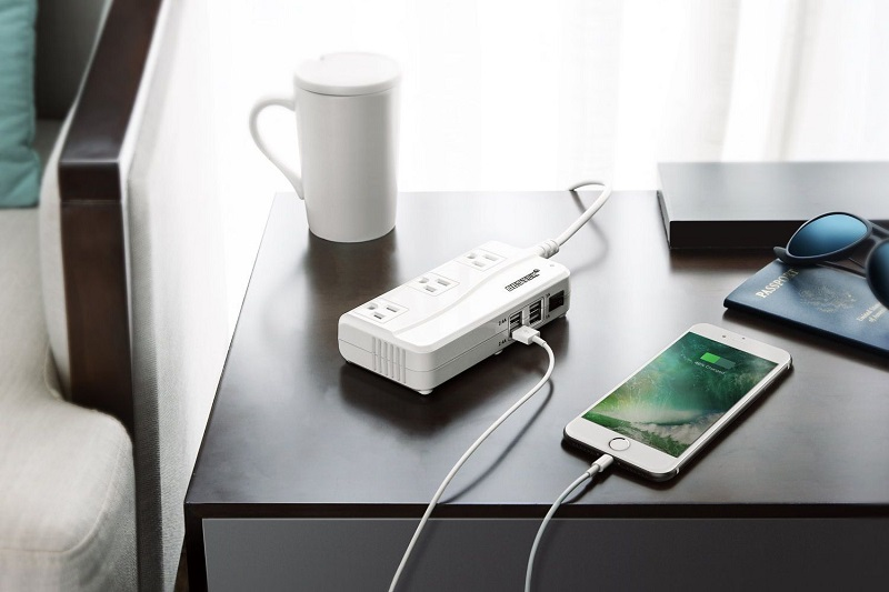barang-penting-traveling-adapters by Tripsavvy-min
