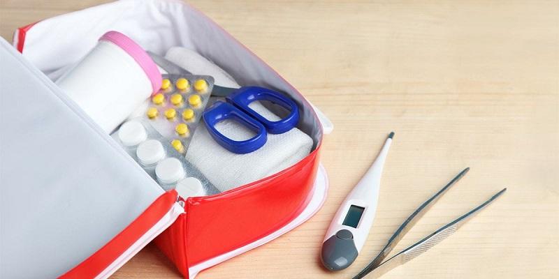 barang-penting-traveling-obat-obatan by Vive Health-min