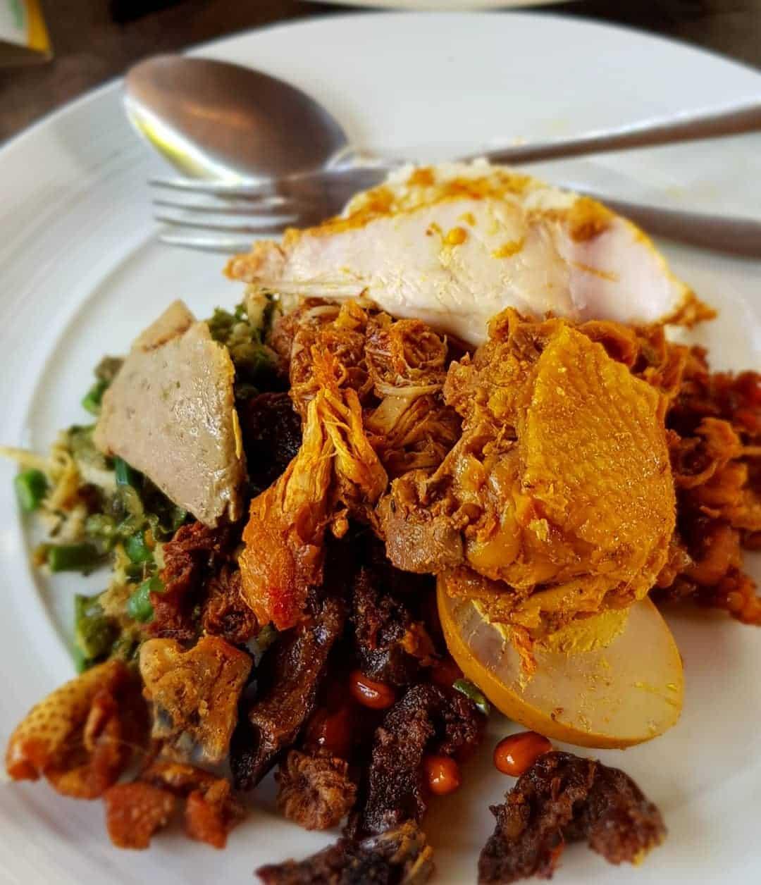 Nasi Ayam Kedewatan Ibu Mangku Sumber Instagram balifood.id-min