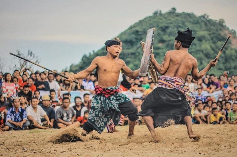 Festival Bau Nyale Lombok Sumber Instagram bewokjournal