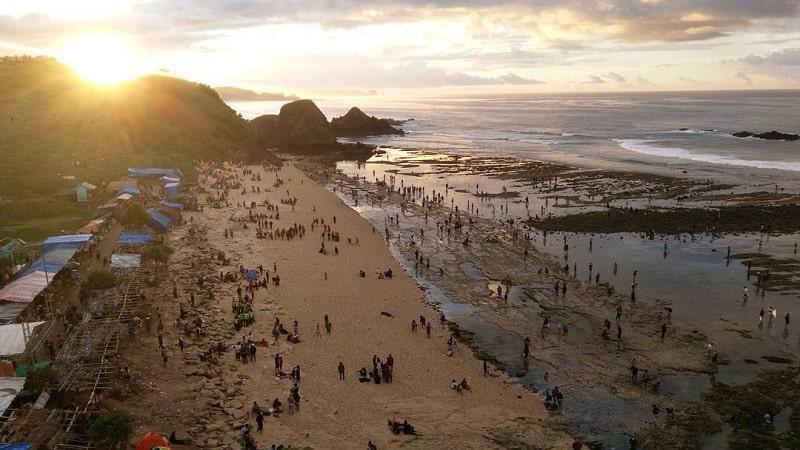 Festival Bau Nyale Lombok Sumber Instagram fakhrurrizkii