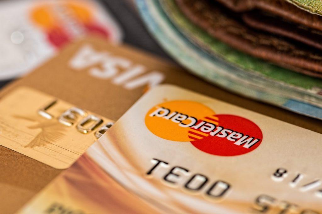 keunggulan kartu kredit