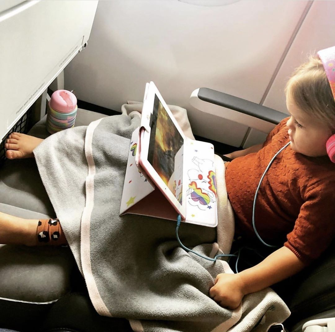 Tips Bawa Anak Naik Pesawat - Sumber Instagram raising_be