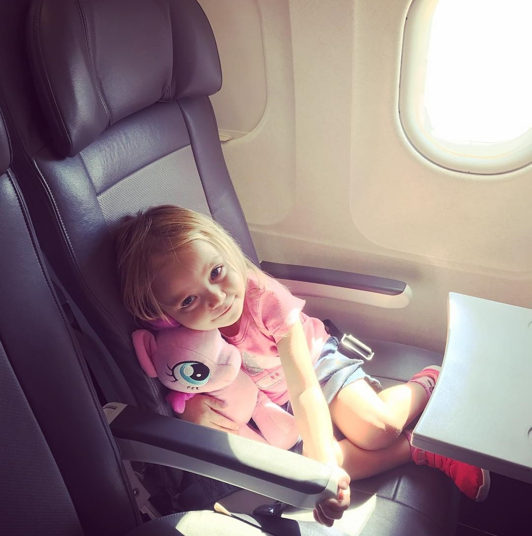 Tips Liburan Bersama Bayi Naik Pesawat - Sumber Instagram dadswhotravel