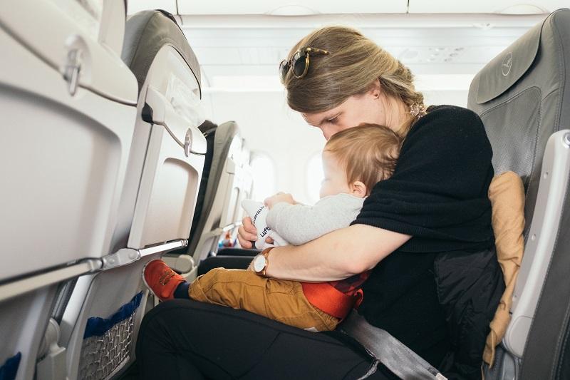 Tips Membawa Anak dalam Pesawat