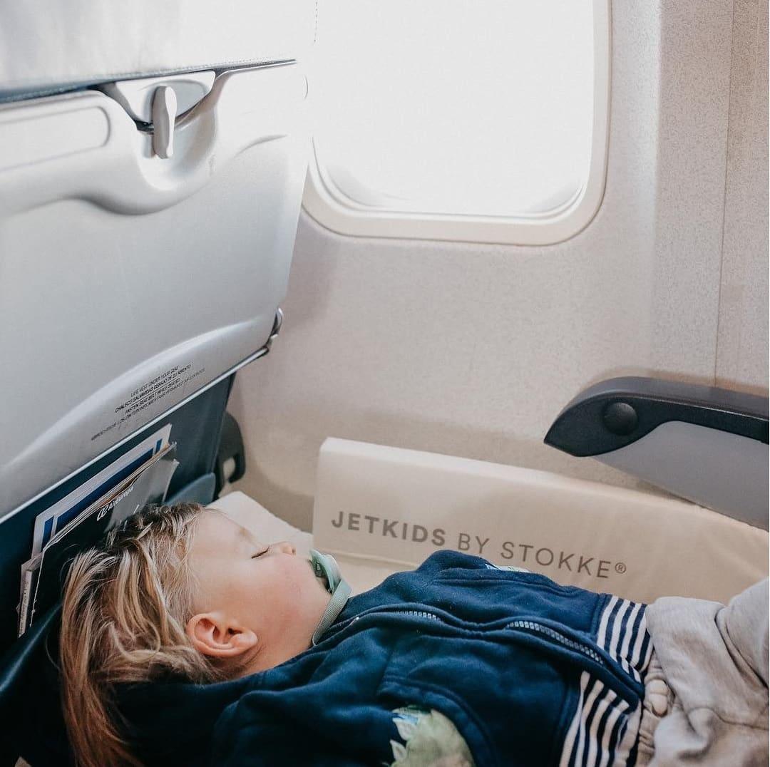 Tips Membawa Bayi Naik Pesawat