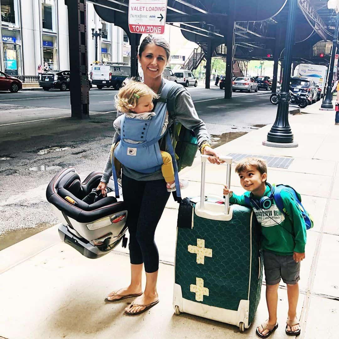 Tips Terbang Bersama Anak Kecil - Sumber Instagram hallinroundtheworld